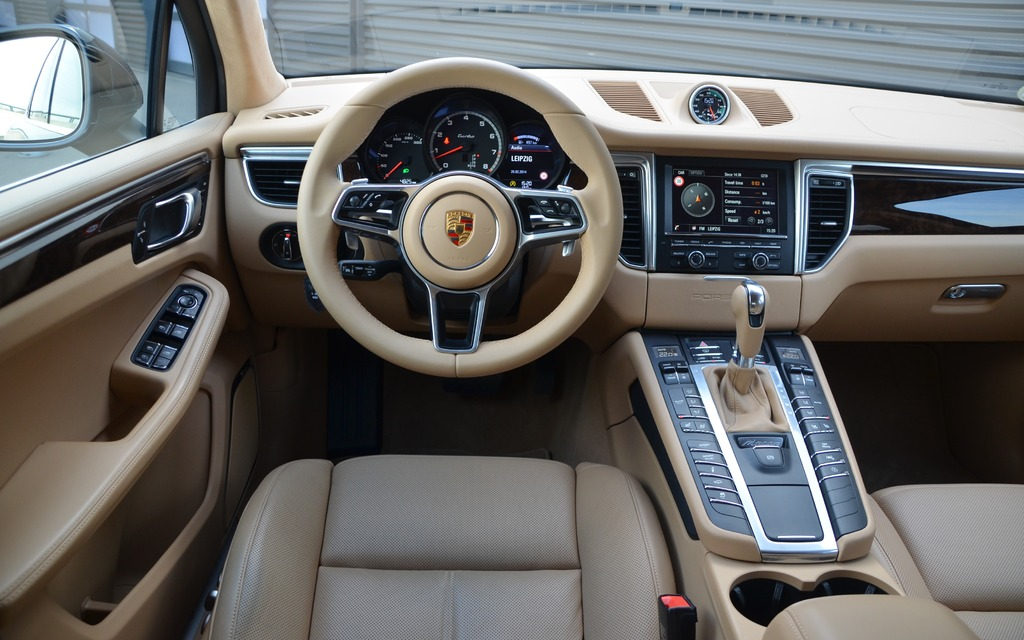 2014 Porsche Macan pics