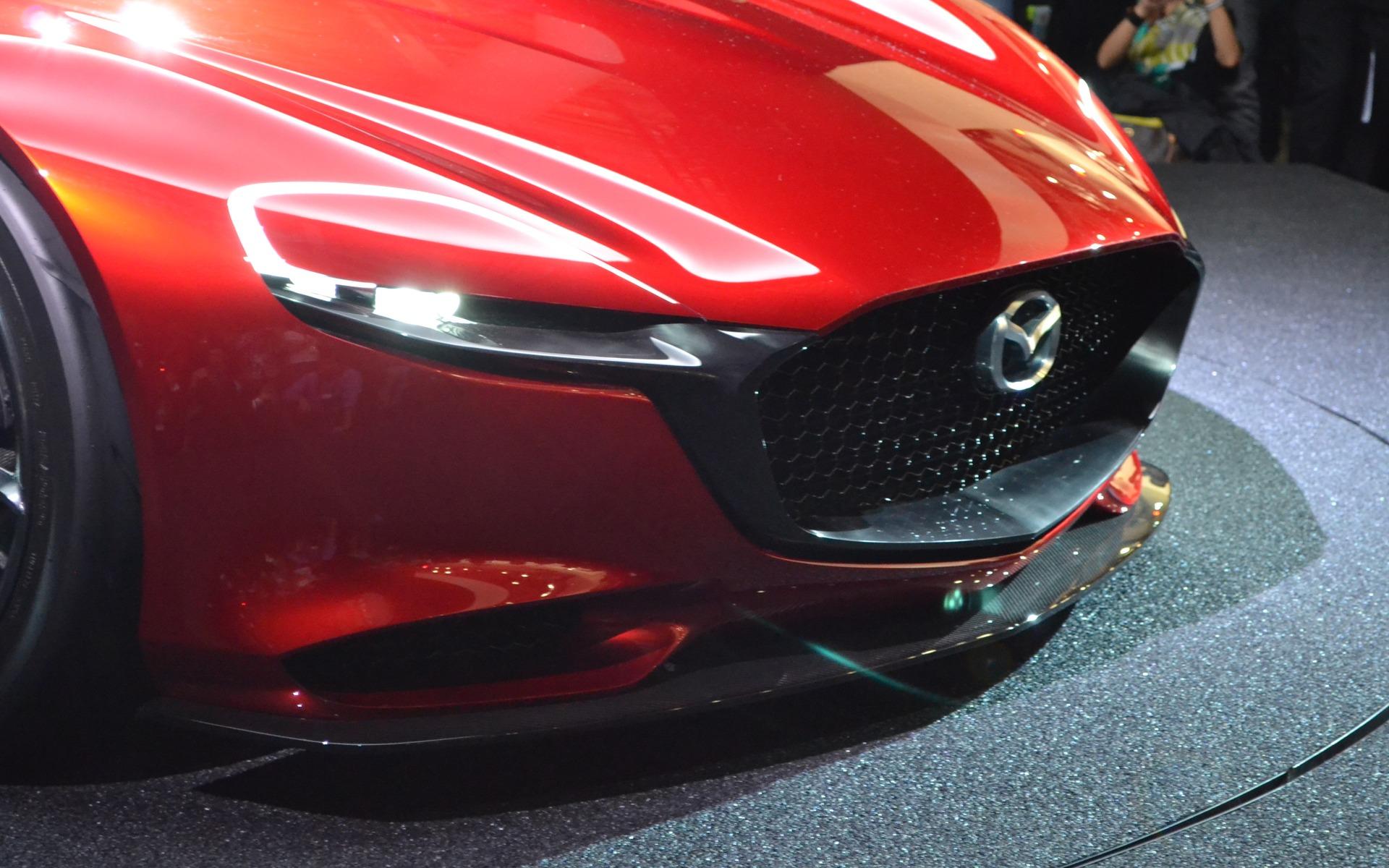 спортивный желтый автомобиль Mazda RX-Vision концепт  № 727235 без смс