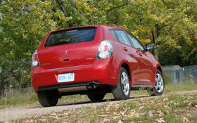 pontiac vibe vs toyota matrix six of one a half dozen of the other the car guide. Black Bedroom Furniture Sets. Home Design Ideas