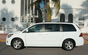 Volkswagen Routan: A big helping hand from little old Chrysler - The