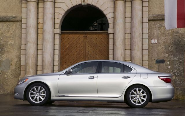 Perfectly Polite: The All-New 2009 Lexus LS460 AWD - The Car Guide