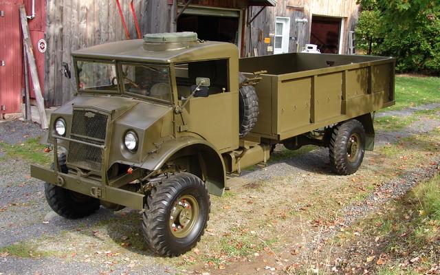 cmp 1944 tout un truck d 39 arm e guide auto. Black Bedroom Furniture Sets. Home Design Ideas