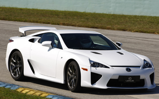 https://i.gaw.to/photos/0/3/3/033837_2011_Lexus_LFA_An_exclusive_test_drive_on_the_Homestead_Speedway.jpg