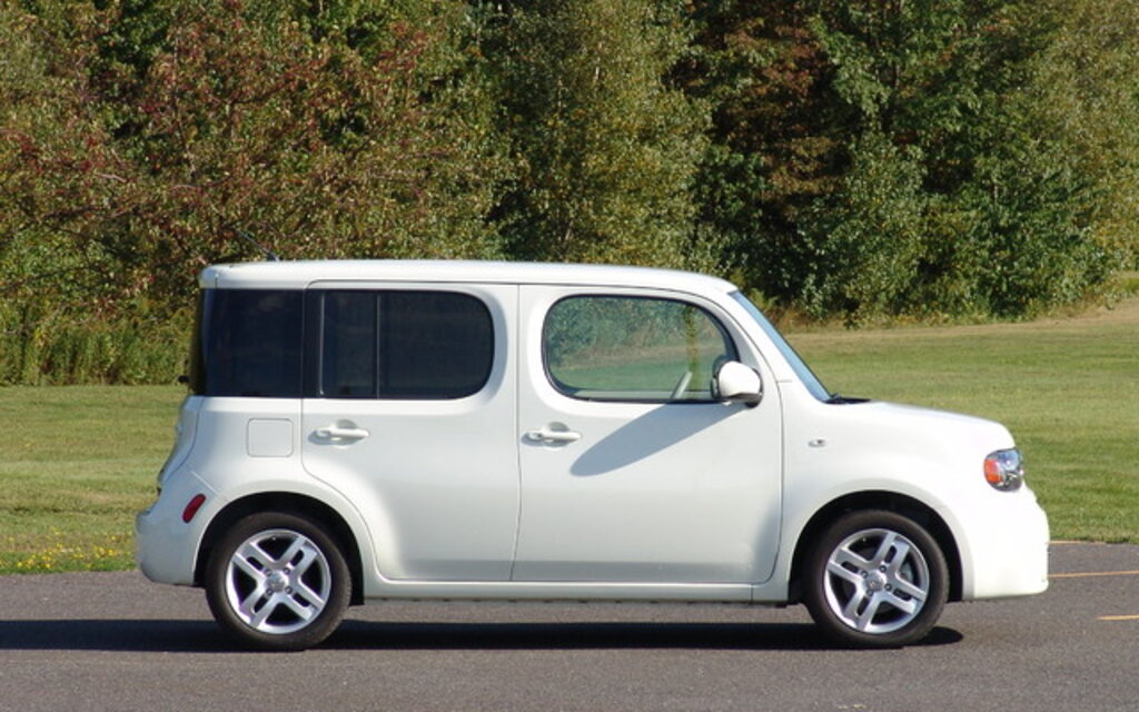 nissan cube 2010 cette trange et sympathique petite chose guide auto. Black Bedroom Furniture Sets. Home Design Ideas