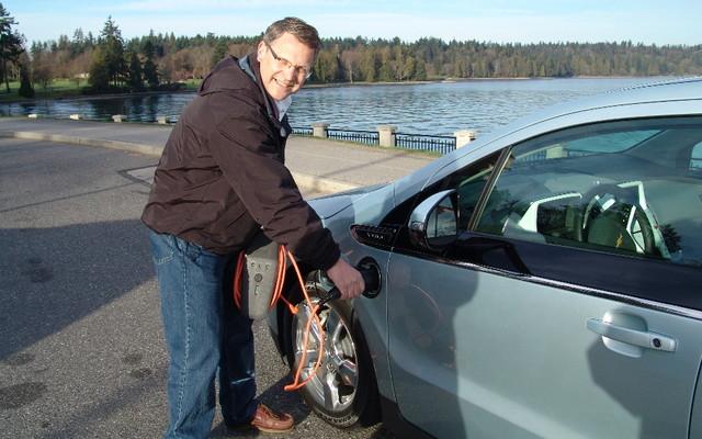 Chevrolet Volt 2011... et un de ses ingénieurs, Tom Odell
