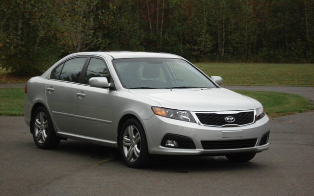 2010 kia magentis taking simplicity too far the car guide rh guideautoweb com Kia Optima Magentis Kia K9