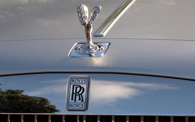 Le célèbre emblème 'Spirit of Ecstasy' de Rolls-Royce s'escamote aussi