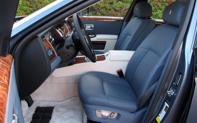 Les sièges avant offrent du confort et un maintien latéral étonnant