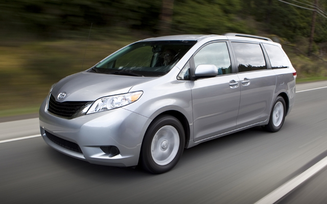 toyota sienna 2011 rappel de 12 600 v hicules guide auto. Black Bedroom Furniture Sets. Home Design Ideas