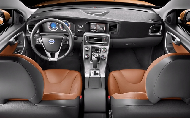 The 2011 Volvo S60: One Good Lookin' Swede! - 4/9