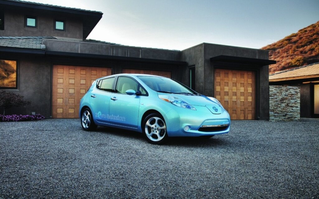 nissan leaf 2011 l 39 aventure lectrique guide auto. Black Bedroom Furniture Sets. Home Design Ideas