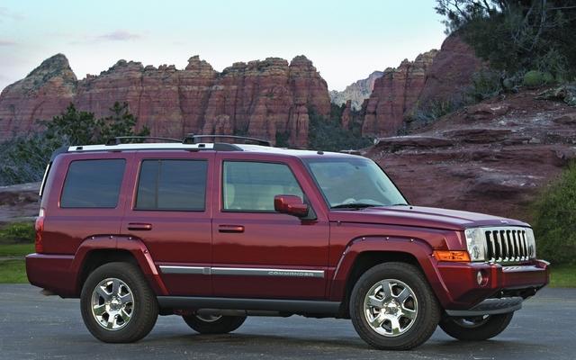 jeep commander 2011 l 39 attrait de la marque guide auto. Black Bedroom Furniture Sets. Home Design Ideas