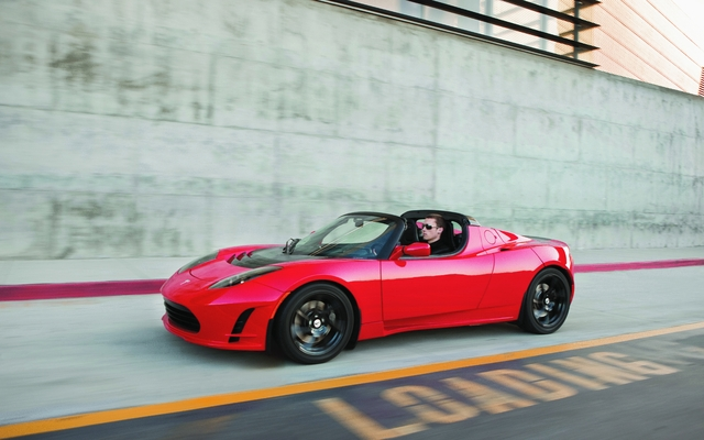 tesla roadster 2011 l 39 aventure se poursuit et la roadster change guide auto. Black Bedroom Furniture Sets. Home Design Ideas