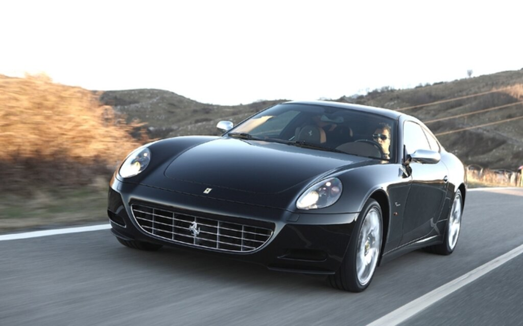 ferrari 612 scaglietti 2011 un v12 pour quatre guide auto. Black Bedroom Furniture Sets. Home Design Ideas