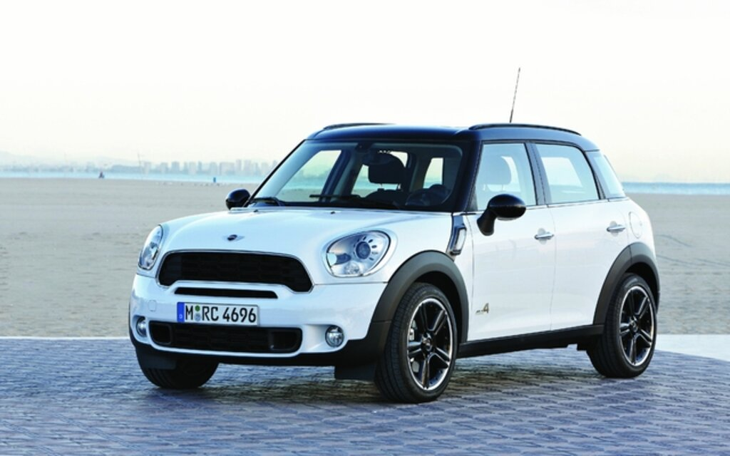mini cooper countryman 2011 quatre comme les beatles guide auto. Black Bedroom Furniture Sets. Home Design Ideas