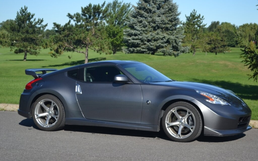 2011 nissan 370z nismo tasteful tuning the car guide. Black Bedroom Furniture Sets. Home Design Ideas