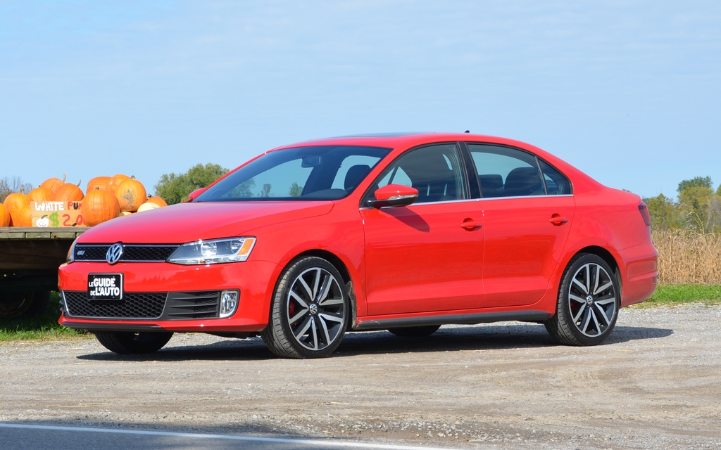 2012 Volkswagen Jetta Gli Car Fans Know What A Sleeper Is The Car Guide