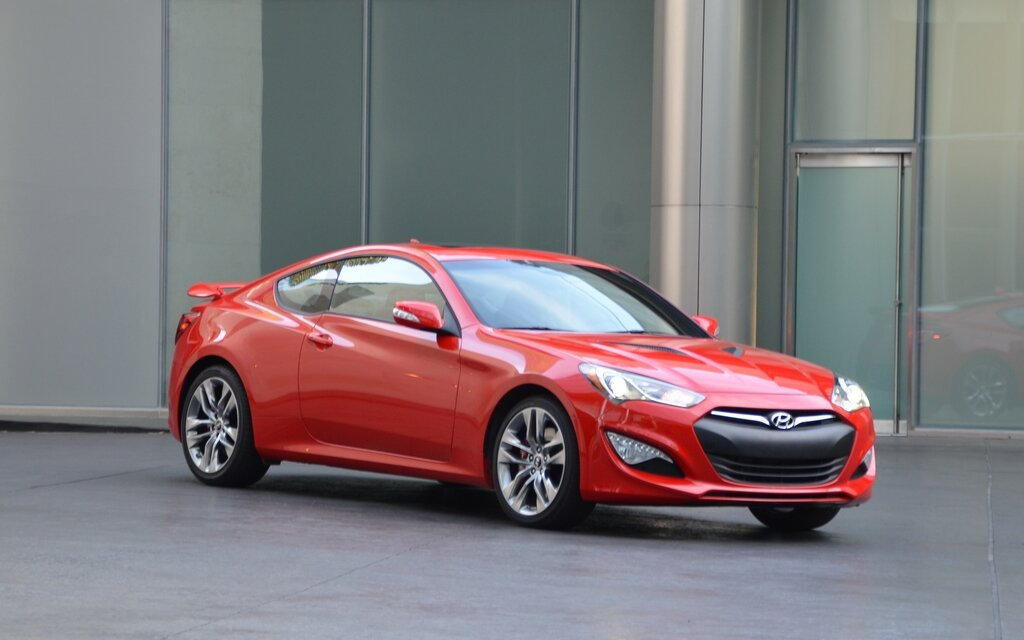 hyundai genesis coupe 2013 les apparences ne sont pas toujours trompeuses guide auto. Black Bedroom Furniture Sets. Home Design Ideas