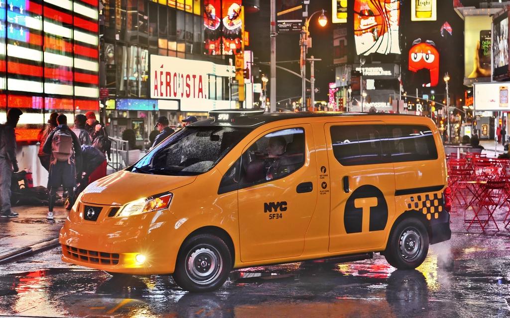 Nissan NV Taxi sur Times Square