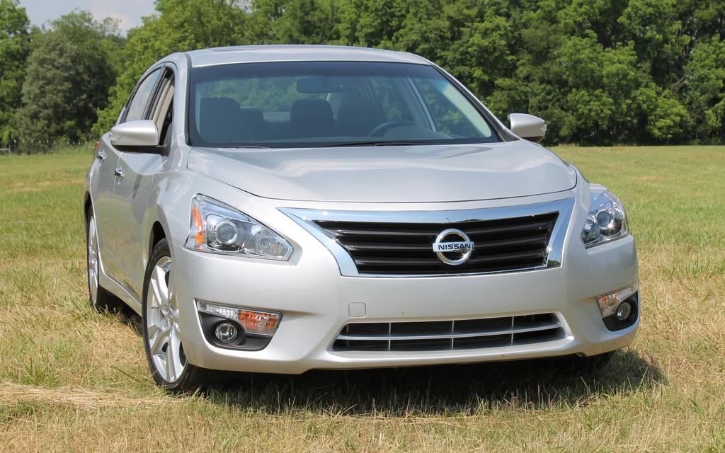 The 2013 Nissan Altima looks a lot like an Infiniti