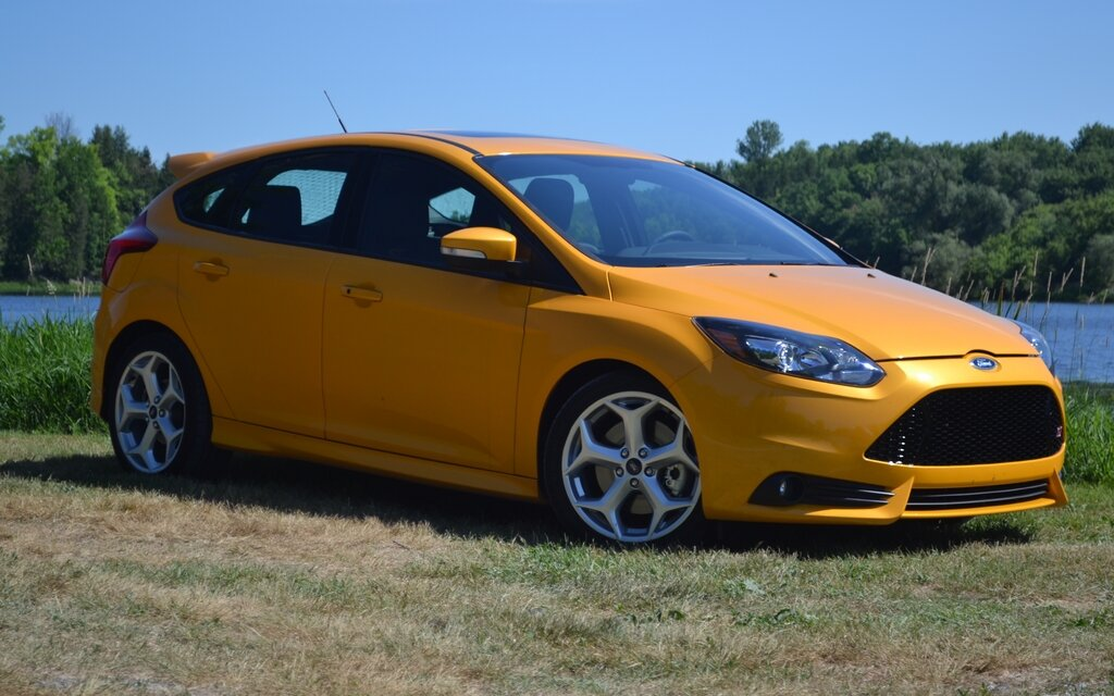 ford focus st 2013 le bolide familial guide auto. Black Bedroom Furniture Sets. Home Design Ideas