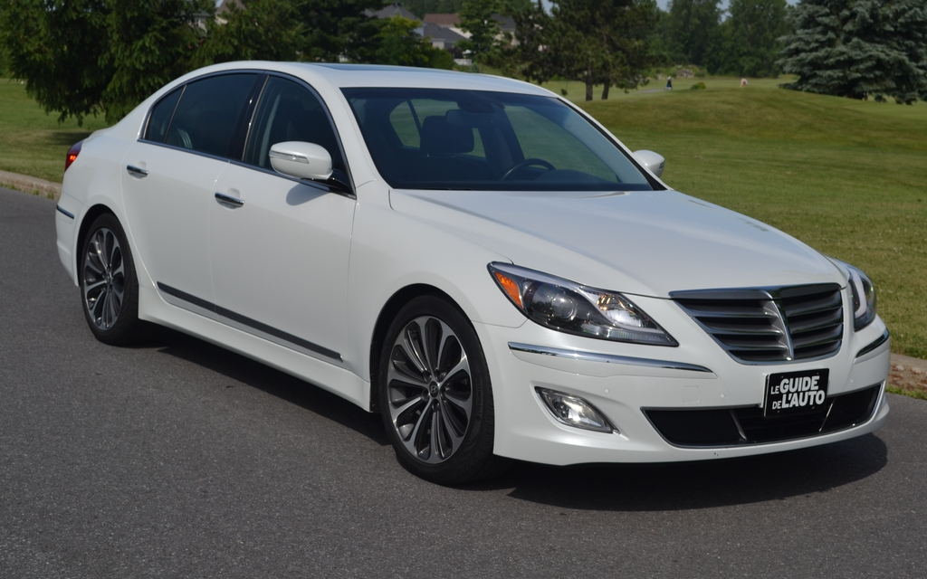 2012 hyundai genesis 5 0 r spec sportiness and comfort the car guide. Black Bedroom Furniture Sets. Home Design Ideas