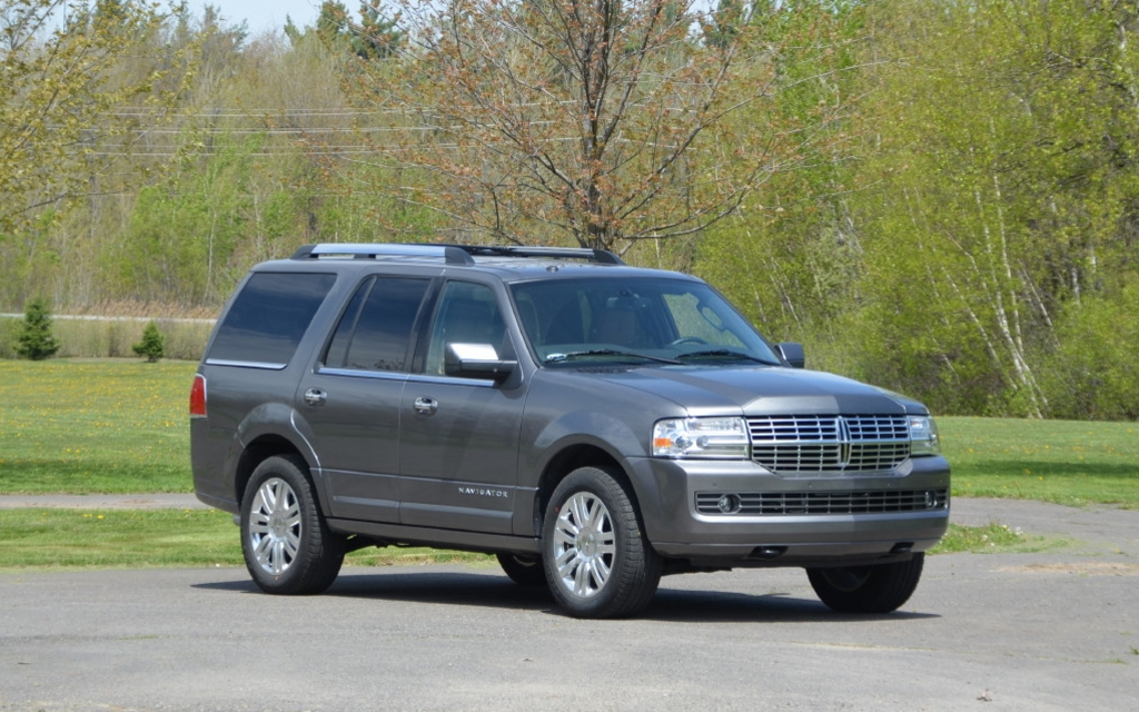 Lincoln Navigator: forget about driving by unnoticed!