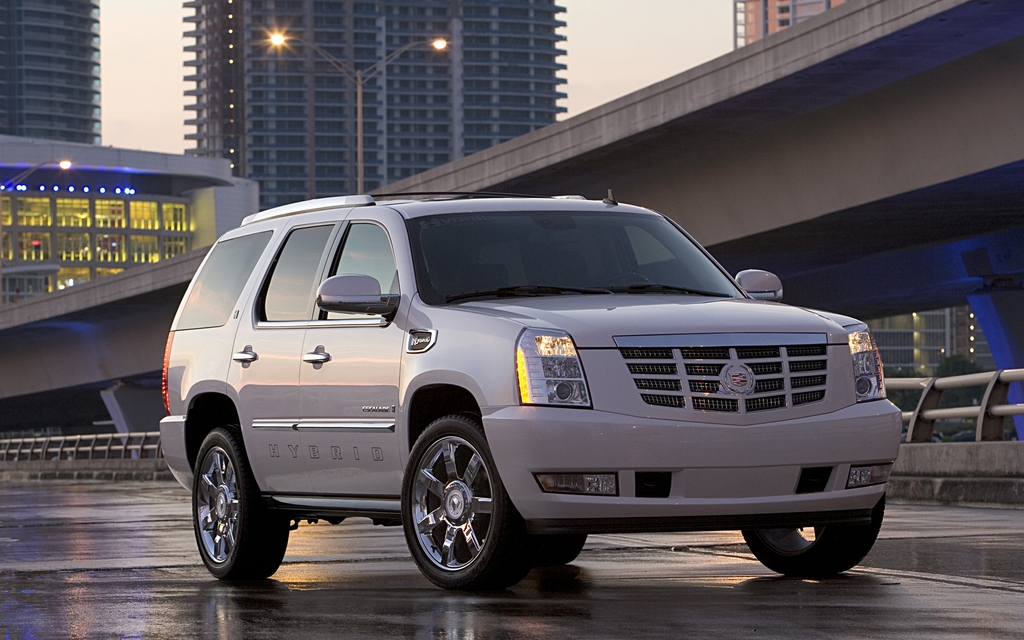 GM Cancels Full-Size Hybrid SUVs and Pickups - The Car Guide