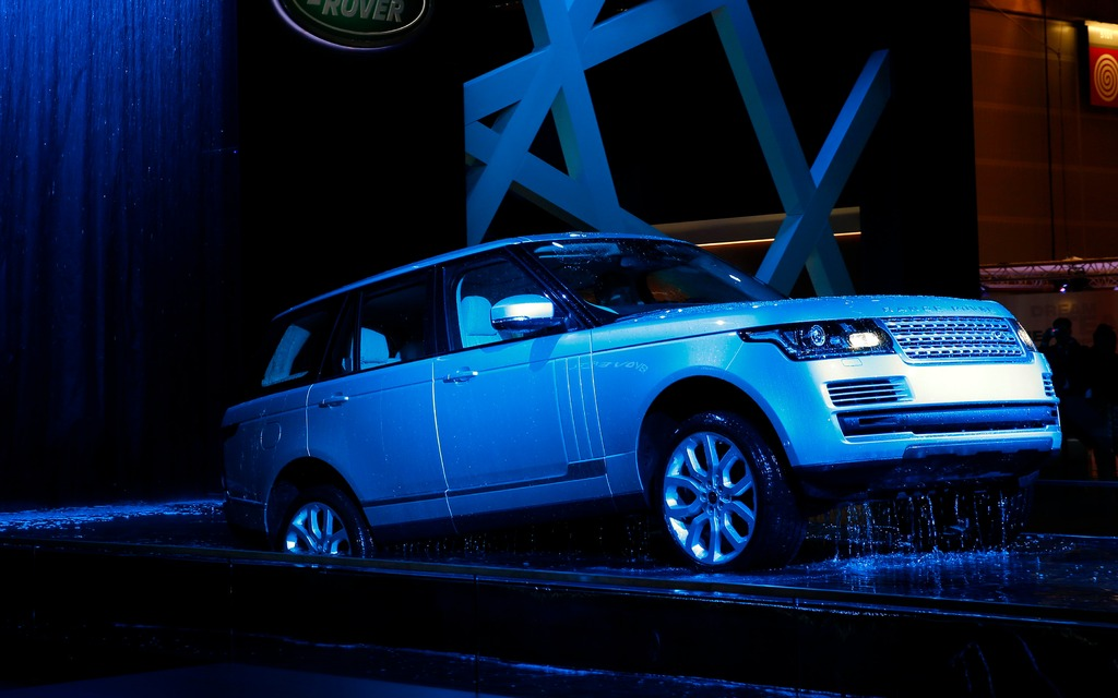range rover hybride paris me voici guide auto. Black Bedroom Furniture Sets. Home Design Ideas
