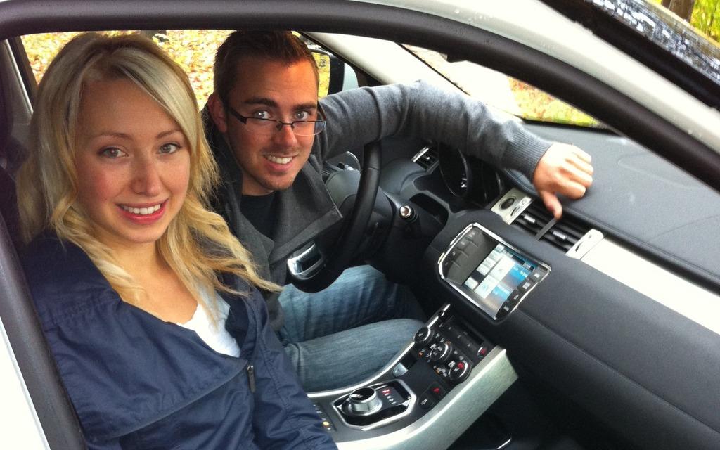 https://i.gaw.to/content/photos/11/24/112465_2012_Land_Rover_Range_Rover_Evoque.jpg