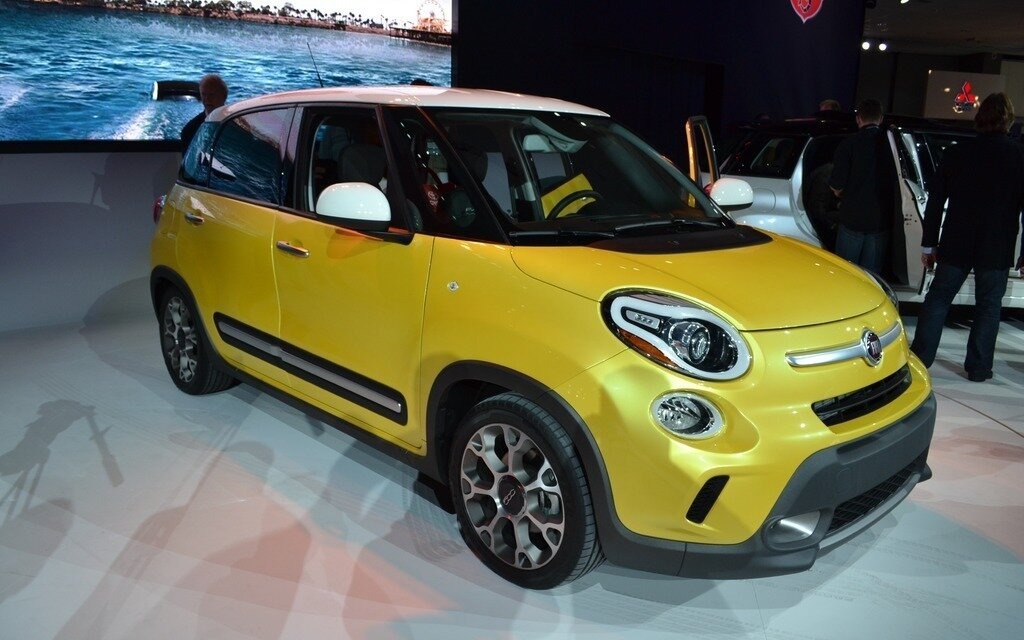 fiat 500l lounge and trekking the car guide. Black Bedroom Furniture Sets. Home Design Ideas