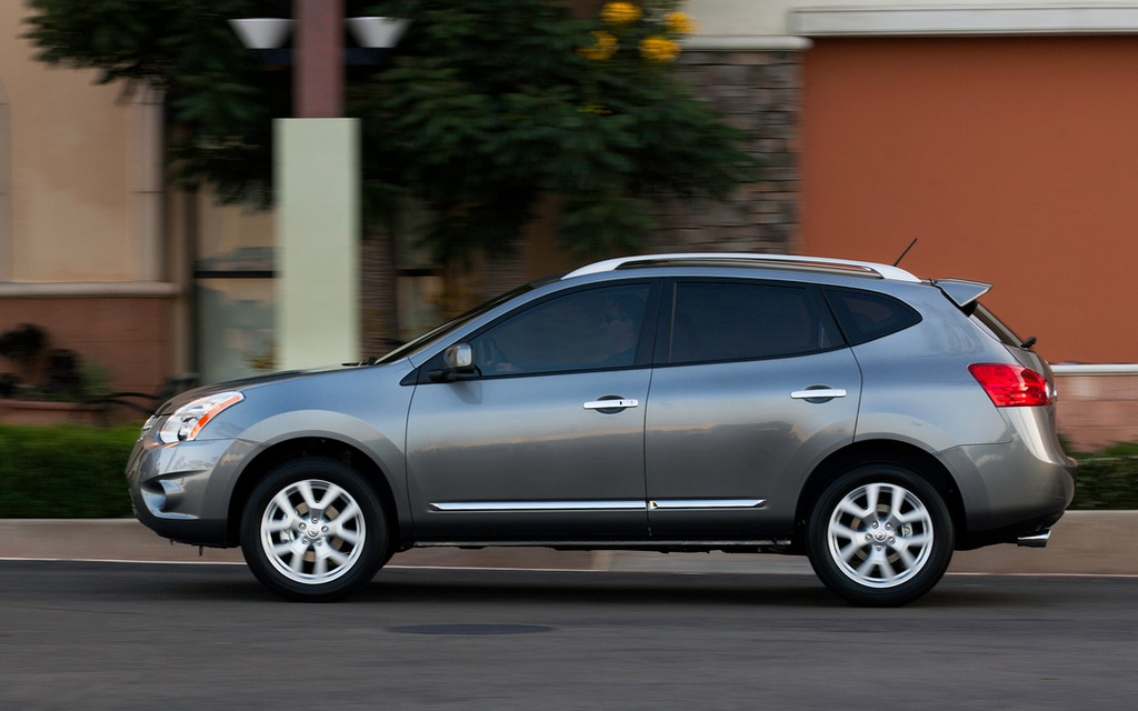 Elegant 2013 Nissan Rogue S AWD: Practical Utility In A Plain Wrapper