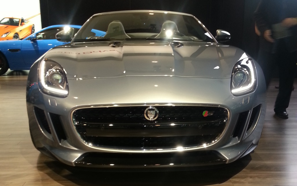 Jaguar F Type Places Limit 233 Es Plaisir Infini Guide Auto