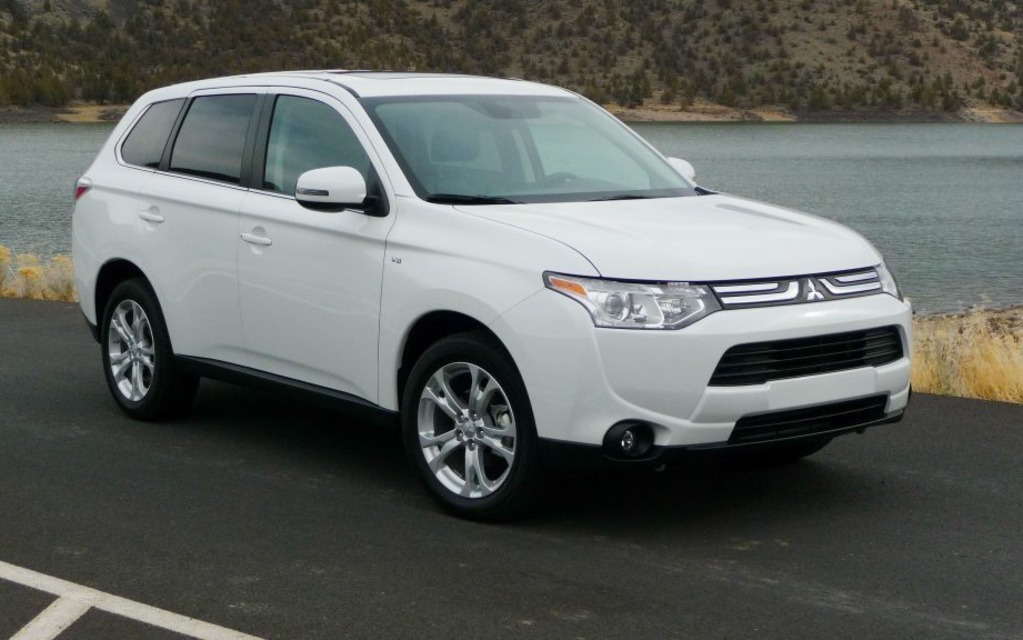gt drive v motor trend mitsubishi outlander three cars front first
