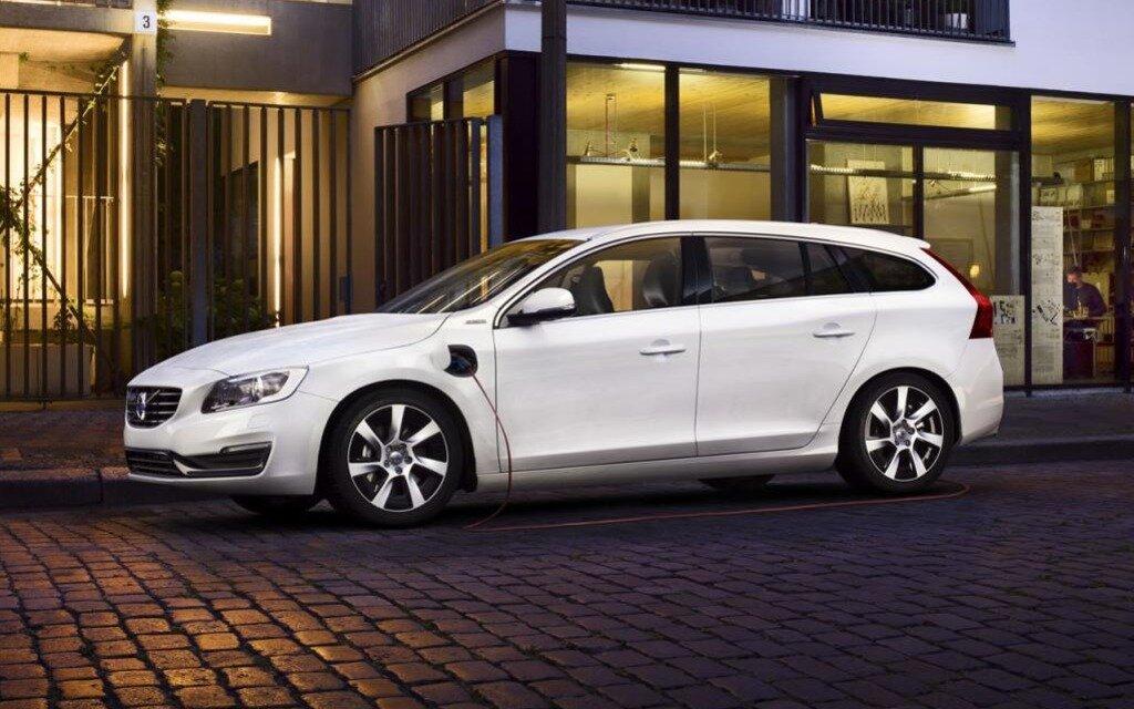 volvo v60 hybride rechargeable voiture mondiale verte de 2013 guide auto. Black Bedroom Furniture Sets. Home Design Ideas