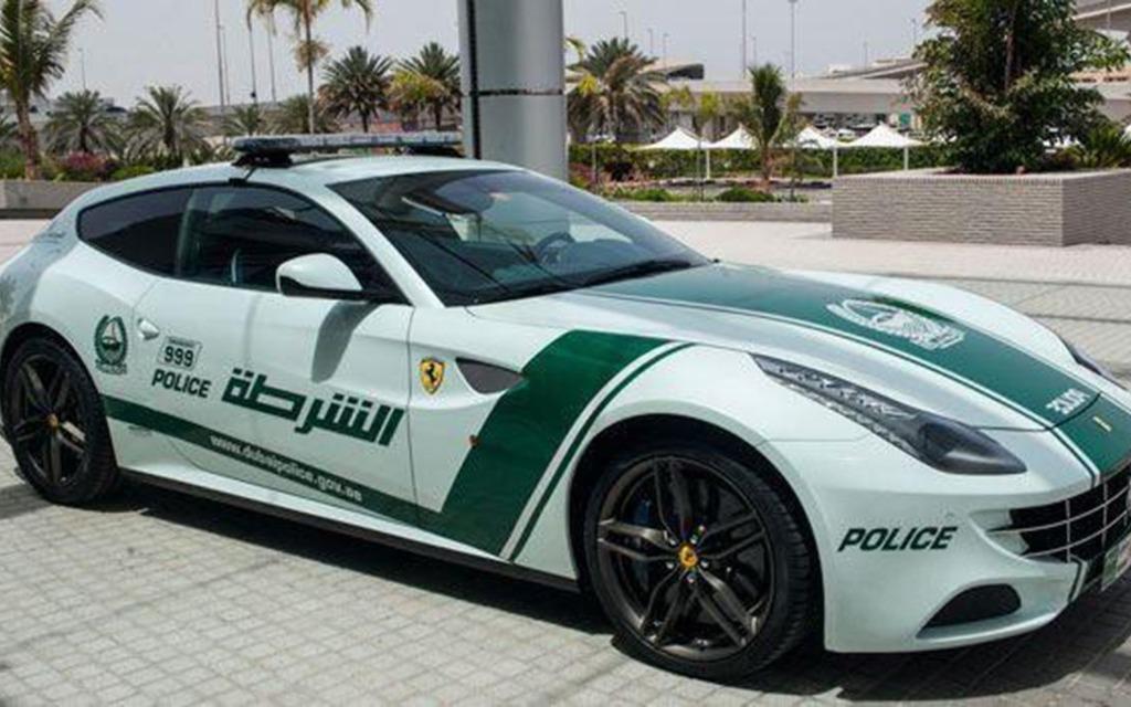 Ferrari FF pour les policières de Dubaï