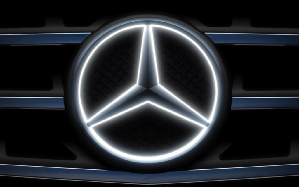 Superb Mercedes Benz Unleashes Glowing Silver Star Emblems