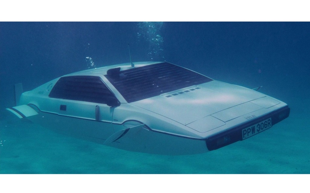 Lotus Esprit sous-marine de James Bond