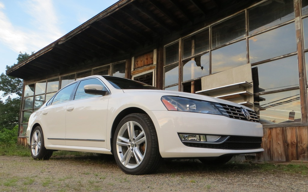 test tdi road news volkswagen passat vw carcostcanada gallery review highline