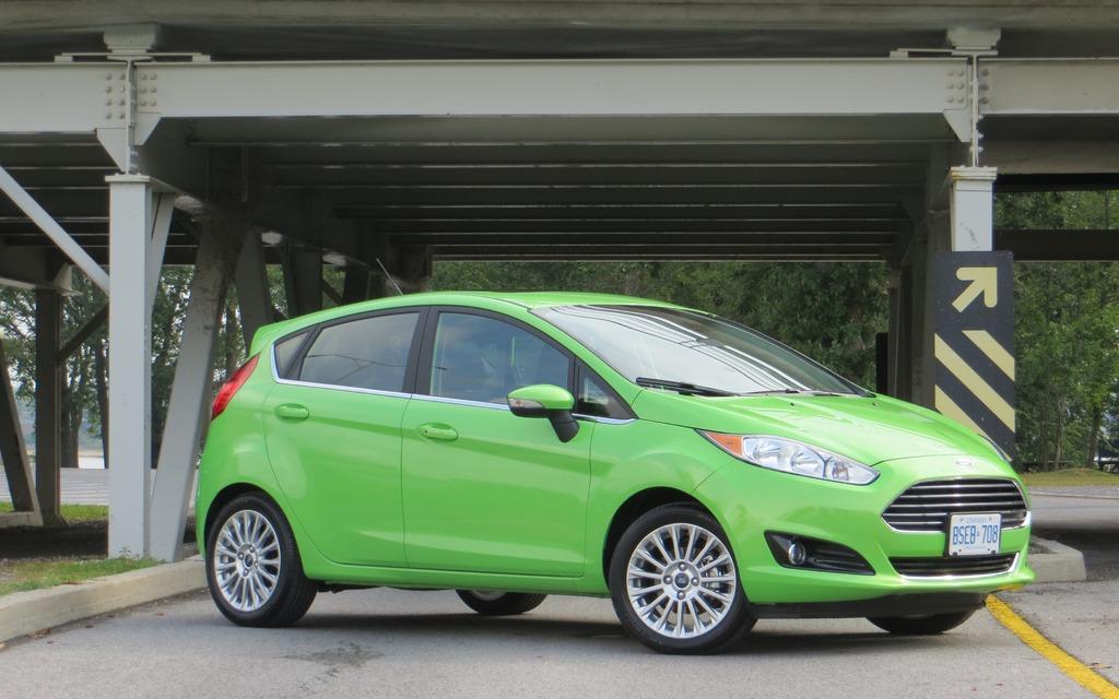 La Ford Fiesta 2014 est une voiture abordable qui a fière allure.