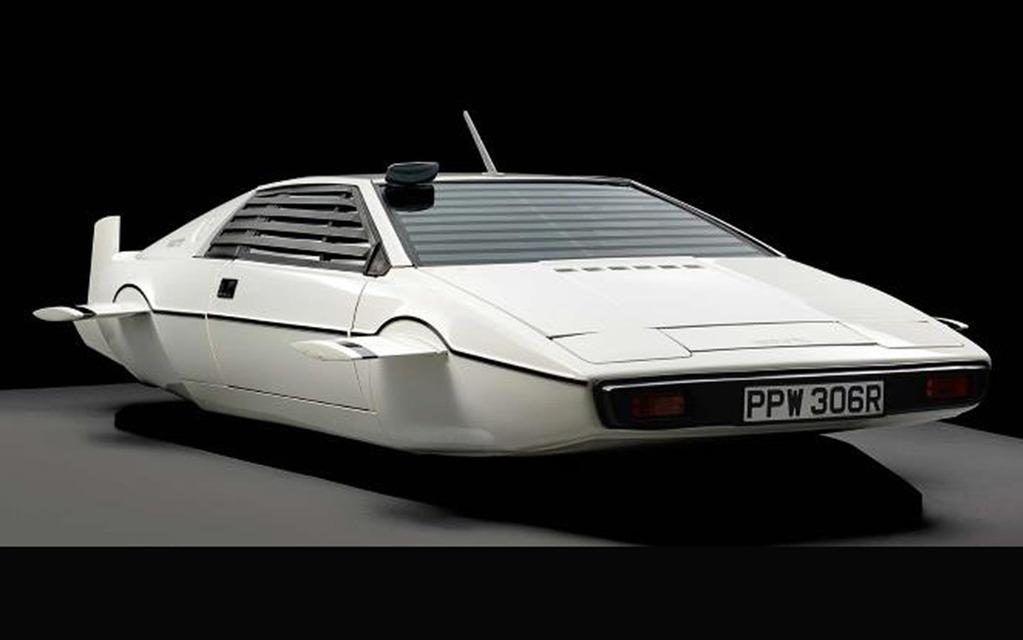 Lotus Esprit sous-marine de James Bond