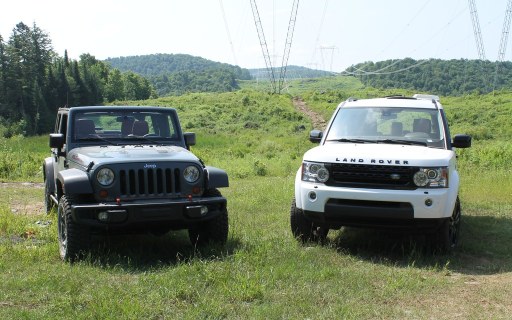 Land Rover Vs Jeep >> Jeep Wrangler Vs Land Rover Lr4 Mud Or Champagne The Car Guide
