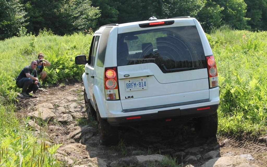Land Rover Vs Jeep >> Jeep Wrangler vs. Land Rover LR4: Mud or Champagne? - 11/14
