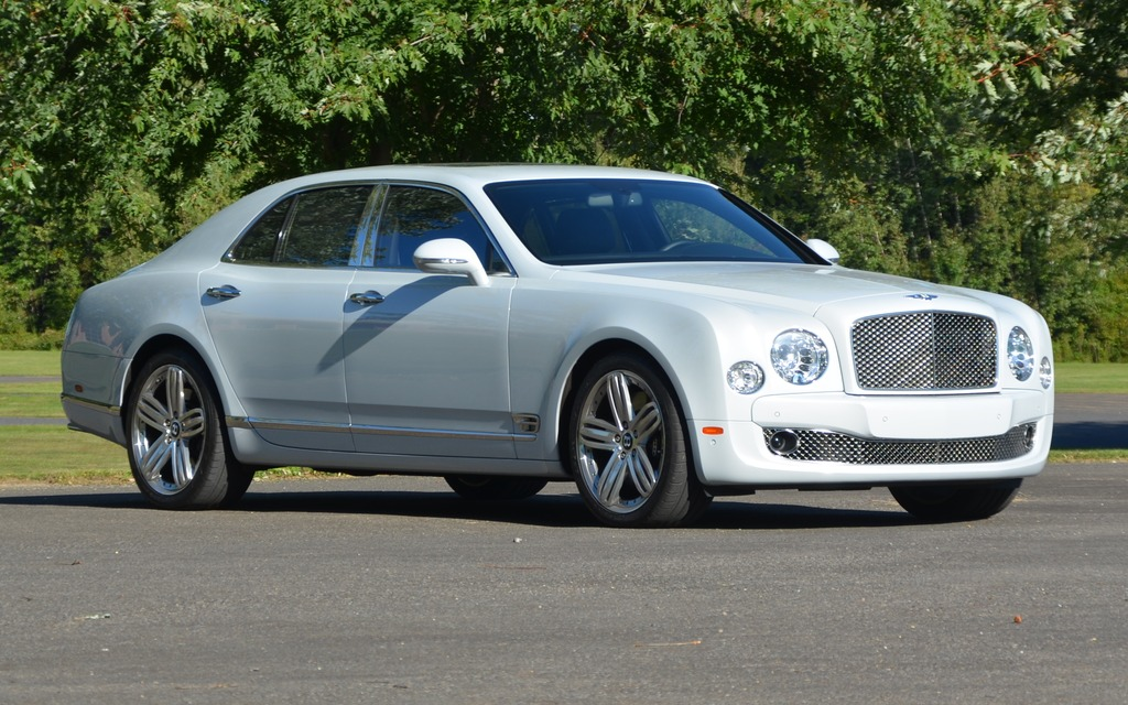 Une Bentley Mulsanne ce n'est pas gros... c'est très gros!