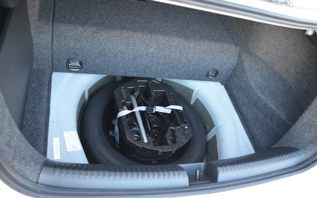2014 Volkswagen Jetta Hybrid: Think Carefully - 12/13