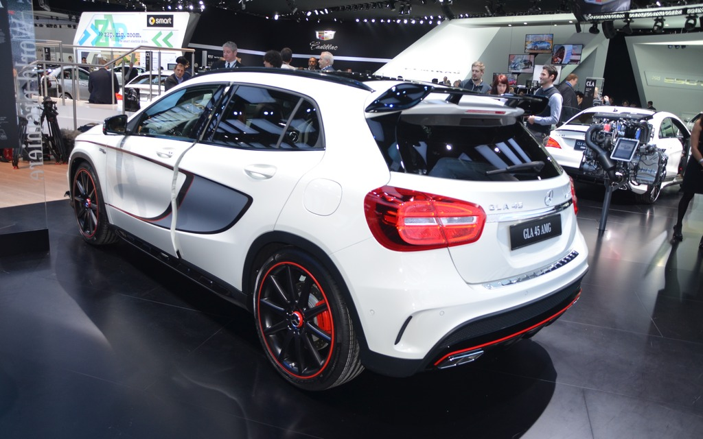 mercedes benz gla 45 amg de 360 chevaux 2 10. Black Bedroom Furniture Sets. Home Design Ideas