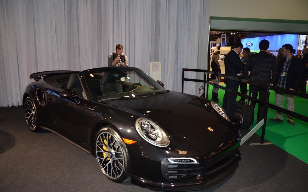 la porsche 911 turbo en primeur au salon de l 39 auto de montr al guide auto. Black Bedroom Furniture Sets. Home Design Ideas