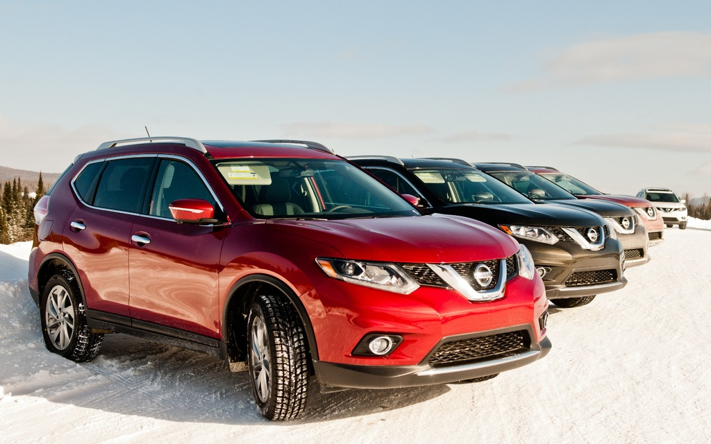 2014 Nissan Rogue on the Mecaglisse circuit