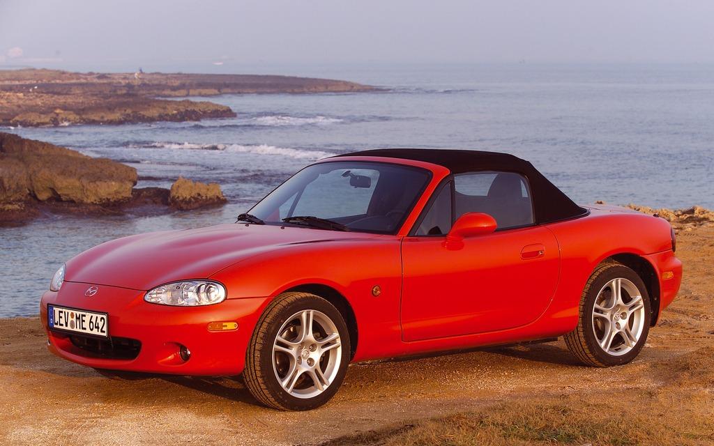 https://i.gaw.to/photos/1/5/0/150863_Mazda_celebre_les_25_ans_de_son_roadster_MX-5.jpg
