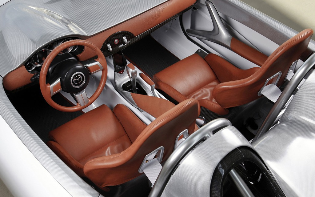 https://i.gaw.to/photos/1/5/0/150870_Mazda_celebre_les_25_ans_de_son_roadster_MX-5.jpg